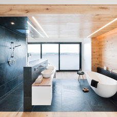 Contemporary Bathroom by Badeloft