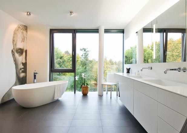 Modern Badezimmer by Badeloft GmbH