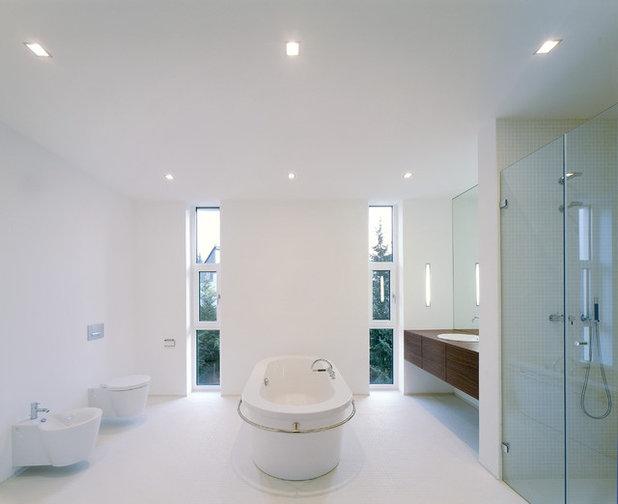 Modern Badezimmer by Herbert O. Zielinski, Architekt BDA