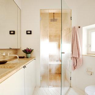 Идея дизайна: ванная комната в современном стиле с плоскими фасадами, бежевыми фасадами, душем без бортиков, бежевой плиткой, бежевыми стенами, врезной раковиной, деревянным полом и мраморной столешницей