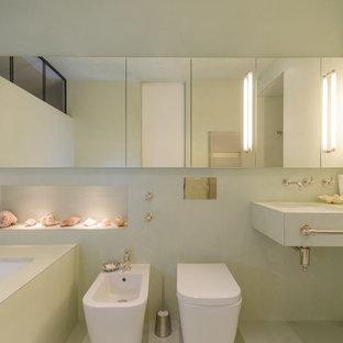 Idéer för mellanstora funkis badrum, med ett undermonterat badkar, en bidé, gröna väggar, luckor med upphöjd panel, gröna skåp, en kantlös dusch, grönt golv, med dusch som är öppen och ett integrerad handfat