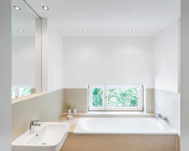 Contemporary Bathroom by IG Fotografie - Immobilienfotografie