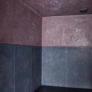 Imagen de cuarto de baño con ducha, contemporáneo, de tamaño medio, con suelo de pizarra, lavabo tipo consola, encimera de cemento, armarios con paneles lisos, bañera exenta, ducha abierta, sanitario de pared, baldosas y/o azulejos grises, baldosas y/o azulejos de mármol, paredes marrones, suelo gris y ducha abierta