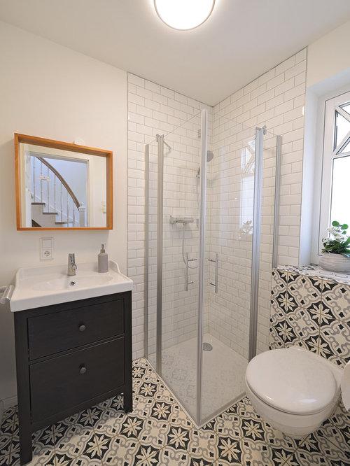 Skandinavische Badezimmer Mit Schwarzen Wänden: Design-ideen ... Skandinavische Badezimmer