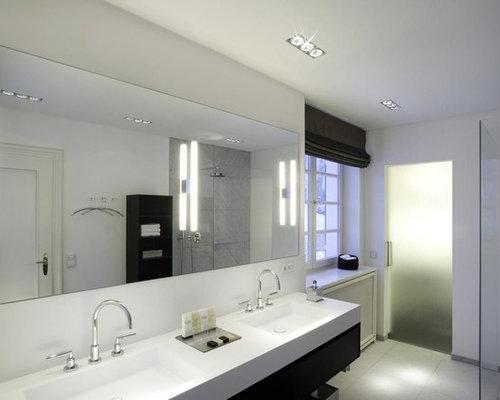 ger umige badezimmer mit schwarzen schr nken design ideen beispiele f r die badgestaltung. Black Bedroom Furniture Sets. Home Design Ideas