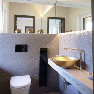 Salle de bain avec un plan de toilette en verre Leipzig : Photos et ...