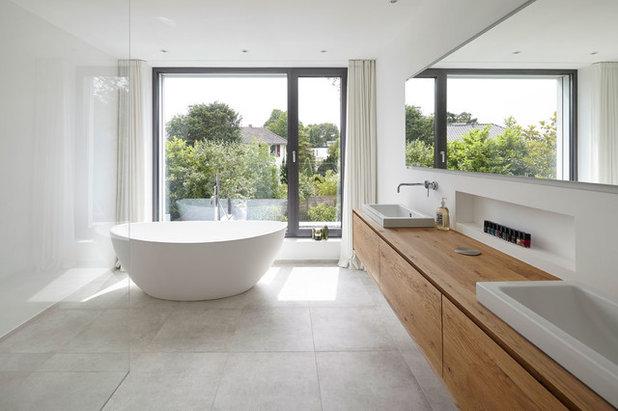 コンテンポラリー 浴室 by falke architekten