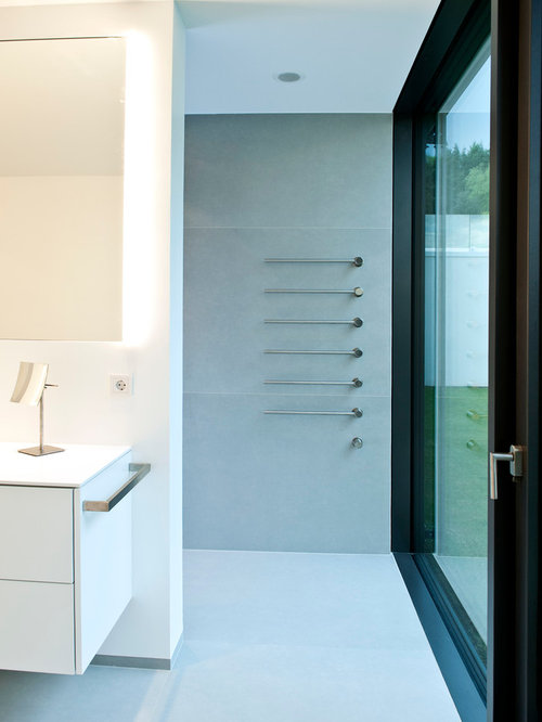 Große Badezimmer Mit Steinplatten Ideen Design Bilder Houzz - Große graue fliesen
