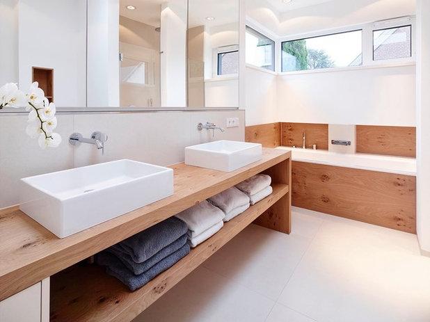 Minimalistisch Badezimmer by aprikari gmbh & co. kg