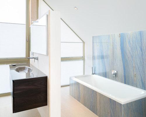 Bagno Beige E Blu : Stanza da bagno con piastrelle blu stoccarda foto idee arredamento