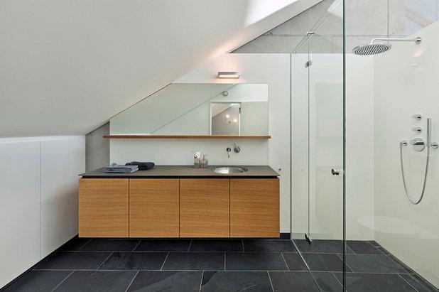 Haus Kressbach - Contemporáneo - Cuarto de baño - Stuttgart - de HOLZ+FORM  werkraum für wohnkultur 5b2f8d88b28f