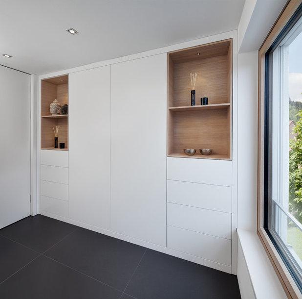 Minimalistisch Badezimmer by be_planen Architektur GmbH
