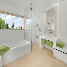 Contemporary Bathroom by be_planen