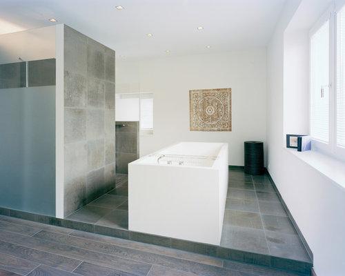 Moderne badezimmer mit braunen fliesen ideen beispiele for Moderne badgestaltung mit fliesen