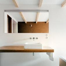 Modern Bathroom by JAN RÖSLER ARCHITEKTEN