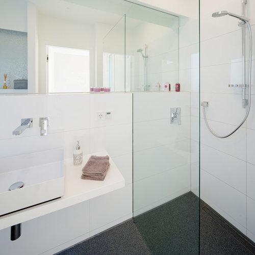 badezimmer mit schwarz-weißen fliesen: design-ideen & beispiele, Hause ideen