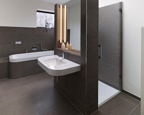 badezimmer mit einbaubadewanne und braunen fliesen ideen beispiele f r die badgestaltung houzz. Black Bedroom Furniture Sets. Home Design Ideas
