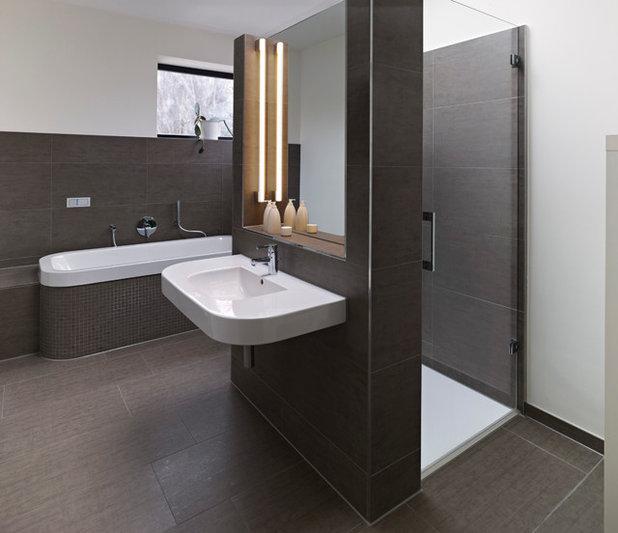 Modern Badezimmer by Michael Moser Images
