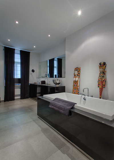 Modern Badezimmer by GUENTER STOEMMER PHOTOGRAPHY