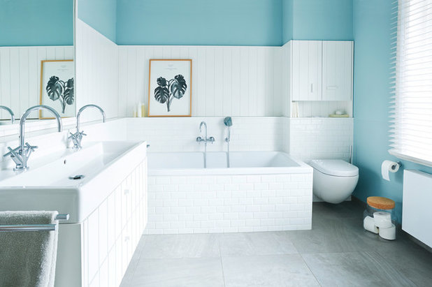 Country Bathroom by OPEN RUUM