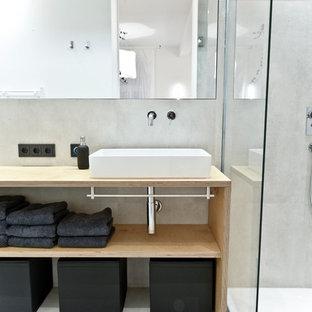 Immagine di una stanza da bagno padronale industriale di medie dimensioni con nessun'anta, doccia ad angolo, pareti grigie, top in legno, lavabo a bacinella, piastrelle in pietra e top beige