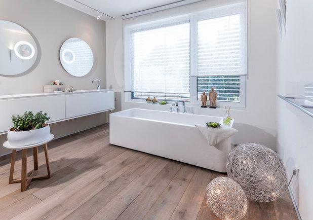 Modern Badezimmer by ars Architektur