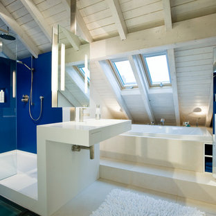 This is an example of a medium sized contemporary ensuite bathroom in Dusseldorf with a built-in bath, a corner shower, blue walls, an integrated sink and an open shower.