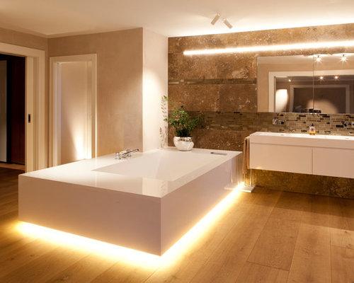 Bagno Beige E Marrone : Bagno con piastrelle marroni stoccarda foto idee arredamento