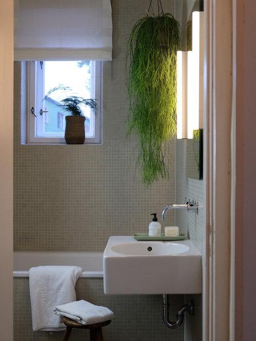 Fesselnd Kleines Modernes Badezimmer Mit Beigefarbenen Fliesen, Mosaikfliesen Und  Wandwaschbecken In Berlin