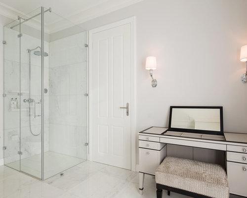 Idee Für Große Klassische Badezimmer En Suite Mit Verzierten Schränken,  Beigen Schränken, Eckdusche,