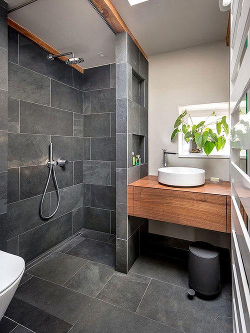 Salle de bain avec un sol en ardoise et une douche à l\'italienne ...
