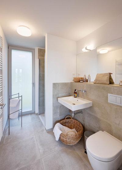 Modern Badezimmer by dobelstein Architektur