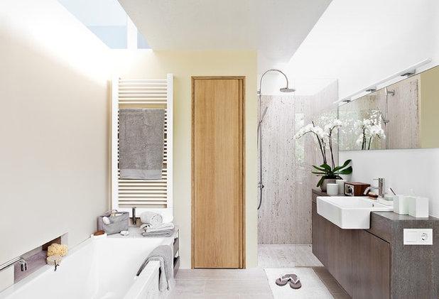 Modern Badezimmer by DANKE Architekten