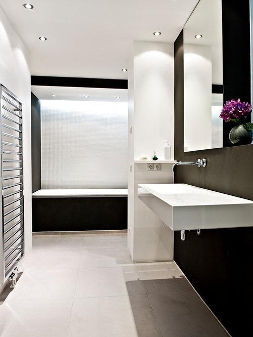 badezimmer mit badewanne in nische: design-ideen & beispiele für, Badezimmer