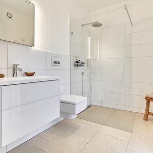 Skandinavische Badezimmer mit Keramikfliesen Ideen, Design & Bilder ...