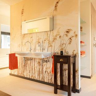 Immagine di una grande stanza da bagno design con nessun'anta, doccia alcova, pareti multicolore e lavabo sospeso