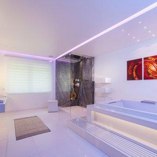 Ispirazione per un'ampia stanza da bagno minimalista
