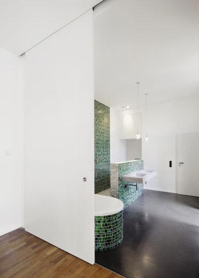 Minimalistisch Badezimmer by beige.box - architektur+gestaltung