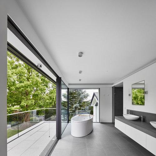 badezimmer mit grauen fliesen ideen beispiele f r die badgestaltung houzz. Black Bedroom Furniture Sets. Home Design Ideas