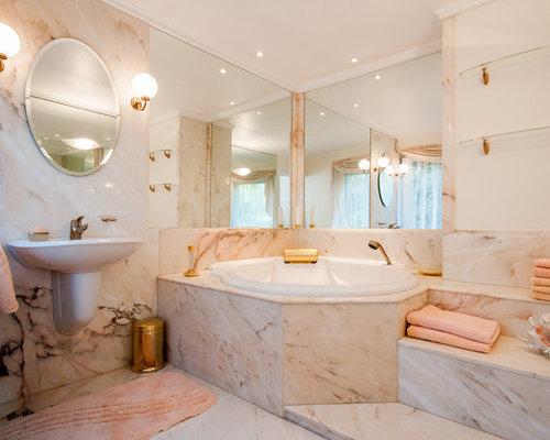 Ideen Für Große Moderne Badezimmer Mit Wandwaschbecken, Marmorboden,  Eckbadewanne, Steinplatten, Rosafarbenen Wänden