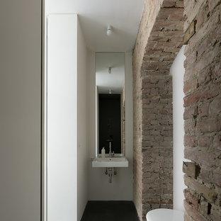 Foto de cuarto de baño rural, pequeño, con lavabo suspendido, sanitario de pared y paredes blancas