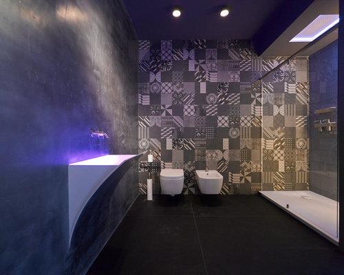 Mittelgroßes Modernes Badezimmer Mit Wandwaschbecken, Duschnische, Bidet,  Grauen Fliesen, Farbigen Fliesen,