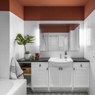 Salle de bain avec un plan de toilette en granite Hambourg ...