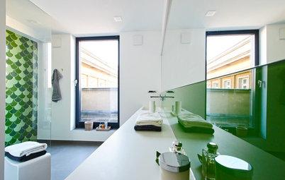 Grüne Fish Tiles für das Bad eines denkmalgeschützten Stalinbaus