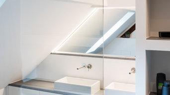 Modernes und puristisches Badezimmer im Altbau-Dachgeschoss