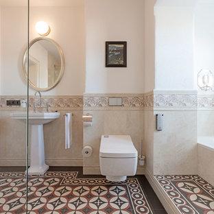 Klassische Badezimmer mit beigefarbenen Fliesen Ideen, Design ...