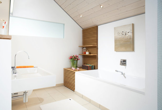 Modern Badezimmer by HOME staging Bavaria