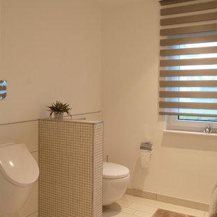 На фото: большая ванная комната в современном стиле с писсуаром, бежевой плиткой, плиткой мозаикой и белыми стенами