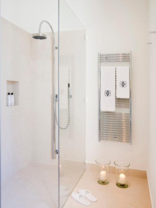 moderne badezimmer mit travertin-boden: design-ideen & beispiele, Hause ideen
