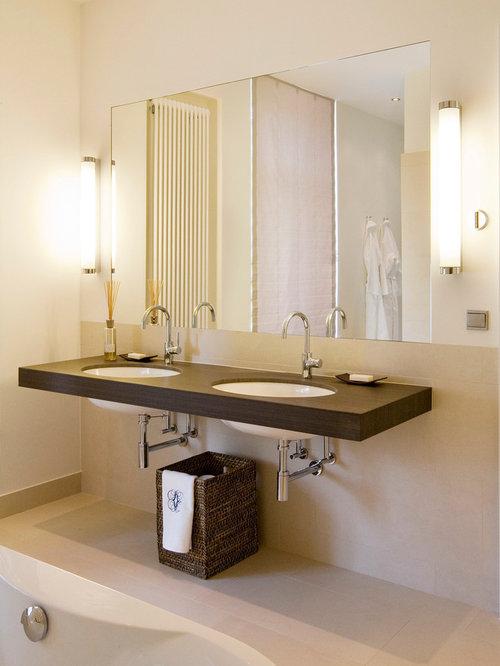 Mittelgroßes Modernes Badezimmer Mit Beiger Wandfarbe, Travertin,  Beigefarbenen Fliesen, Steinfliesen, Unterbauwaschbecken Und